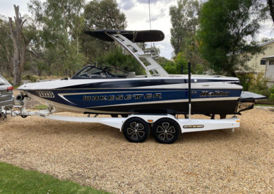 Detailed a 21ft Malibu 2014 Wakesetter VLX including the canopy.